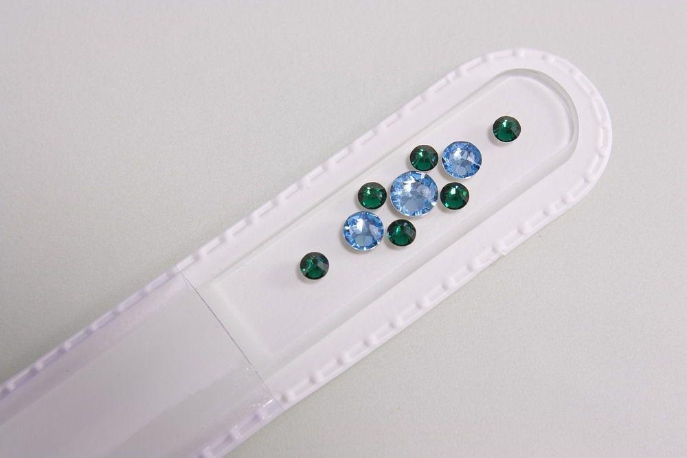 Glasnagelfeile mit echtem Swarovski in hellblau-grün