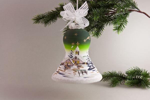 beleuchtete Glocke mit Winterlandschaft in grün
