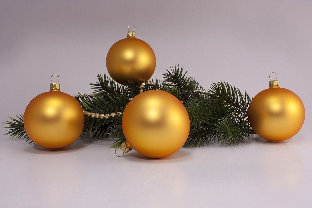 4 Weihnachtskugeln 8cm Gold matt uni