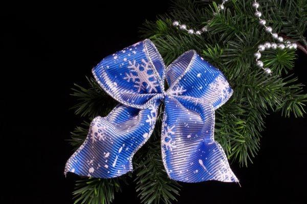 Weihnachtsschleife blau weiß