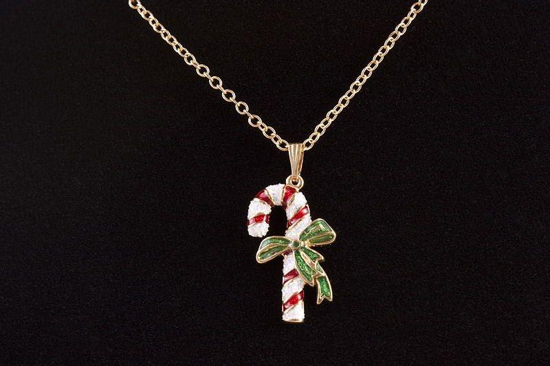 Halskette mit Schmuckanhänger Zuckerstange