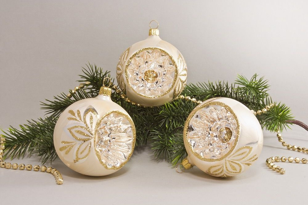 3 Reflexkugeln 8 cm Eis Champagner mit goldener Schleife