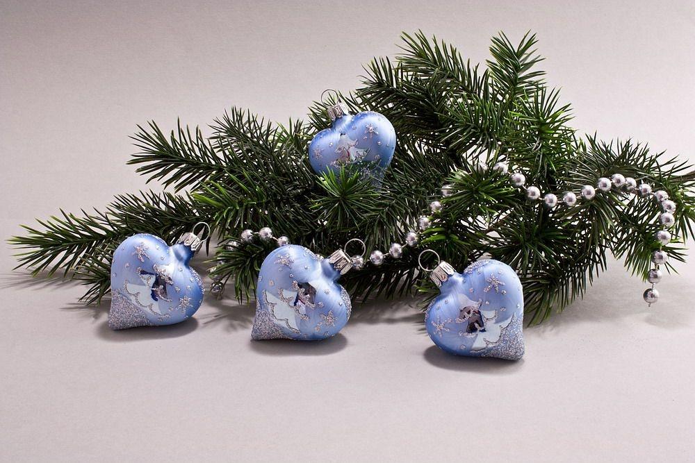 4 Herzen Eis-hellblau silberne Tanne