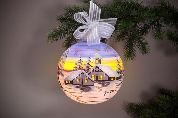 beleuchtete Weihnachtskugel 15 cm Winterlandschaft hellblau