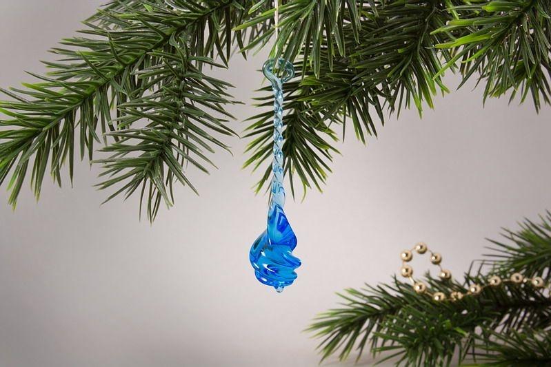 Glastropfen ca. 8 cm x 2 cm gedreht aquamarin