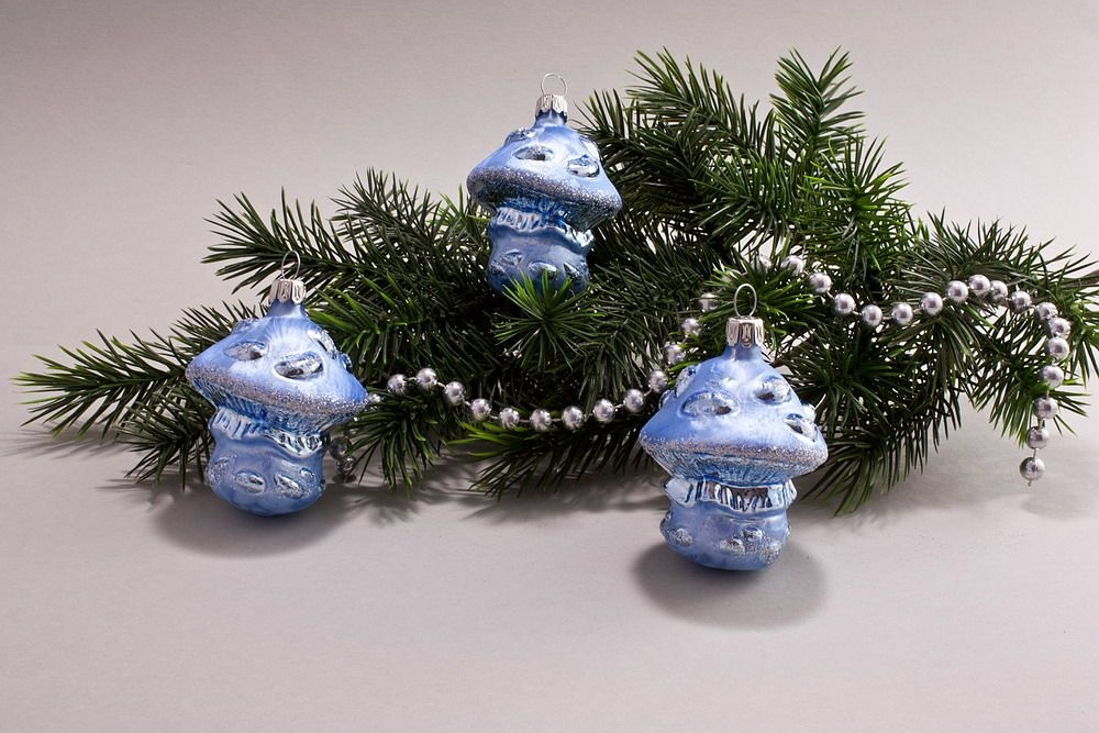 3 Pilze Eis-hellblau silber