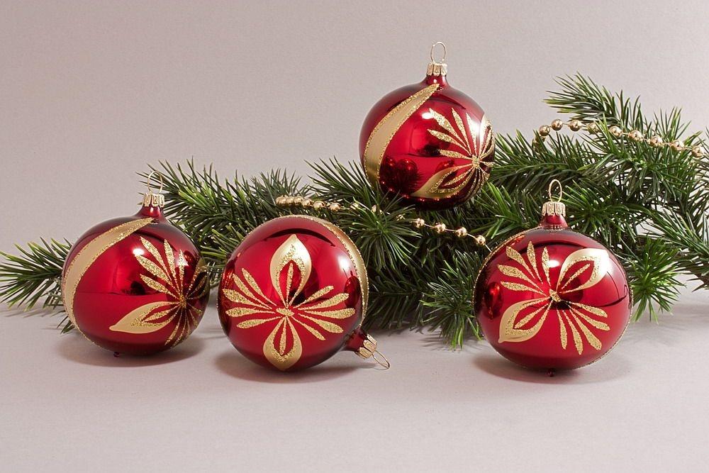 rot glanz stierblut mit schleife christbaumschmuck und weihnachtskugeln aus glas. Black Bedroom Furniture Sets. Home Design Ideas