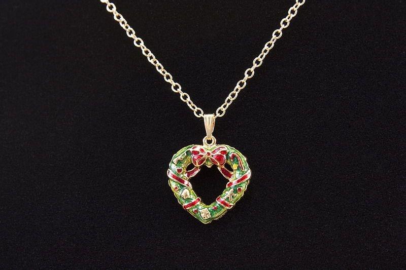 Halskette mit Schmuckanhänger Herz