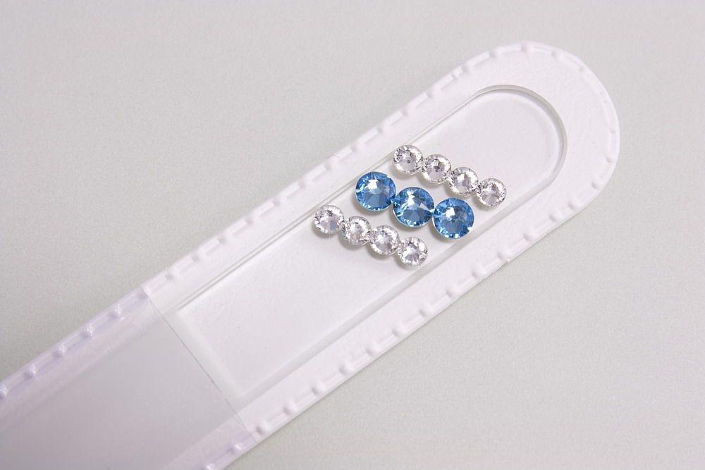 Glasnagelfeile mit echtem Swarovski in hellblau-weiss