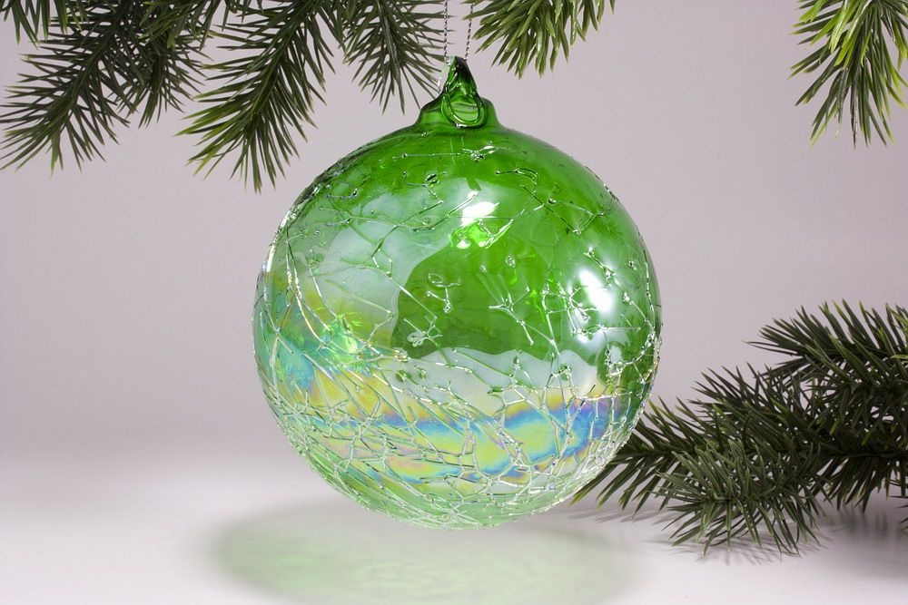 Glaskugel 10cm mit Seifenblasen-Optik in grün