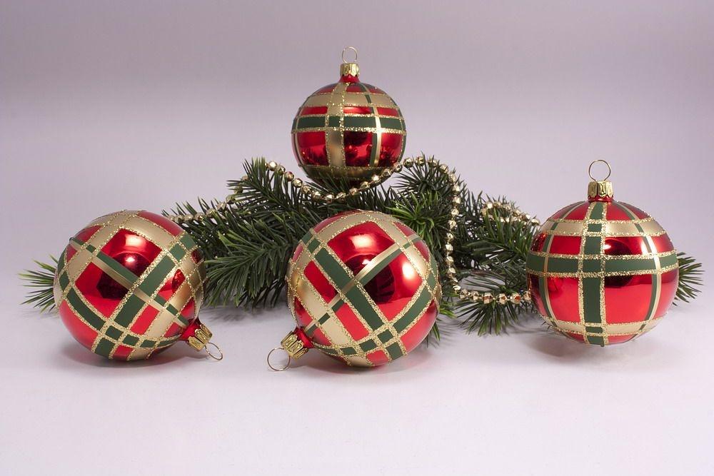 4 Weihnachtskugeln 8cm Rot Glanz kariert