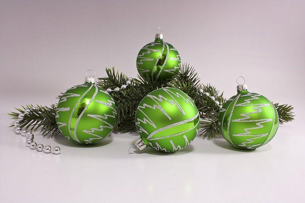 4 Weihnachtskugeln aus Glas 6cm Kiwigrün Iris Blitz