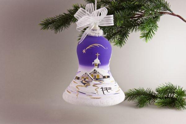 beleuchtete Glocke mit Winterlandschaft in violett