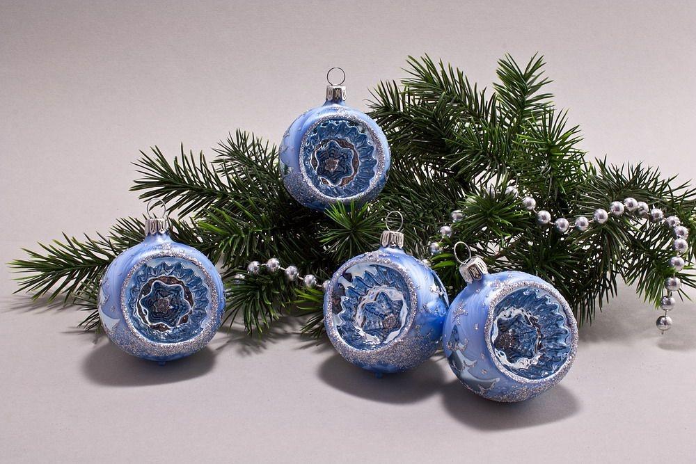 4 Reflexkugeln 6 cm Eisblau silberne Tanne