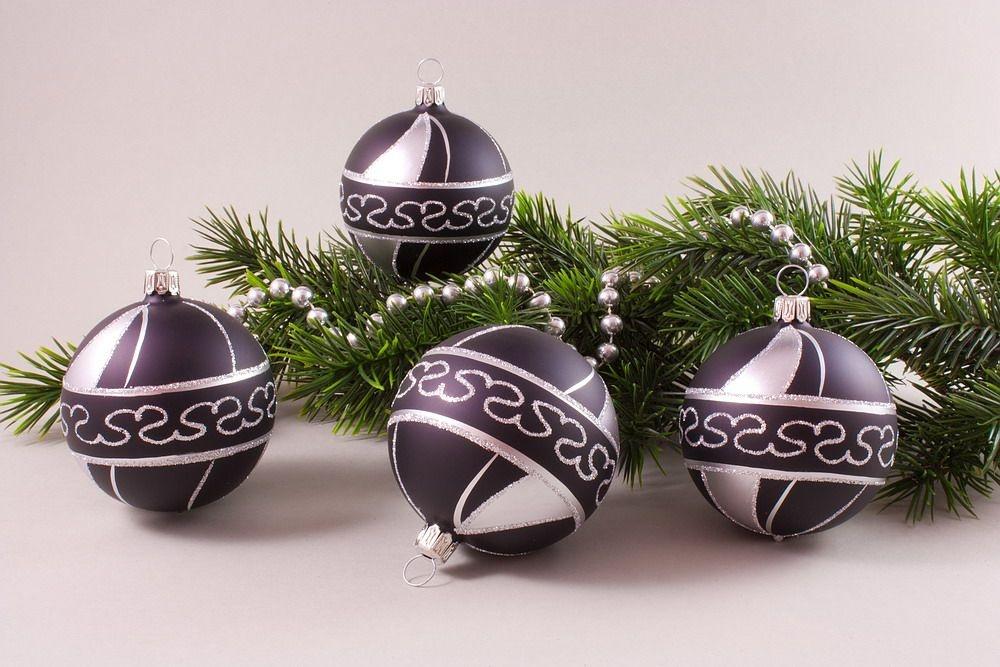 4 Weihnachtskugeln 8cm Schwarz Silber