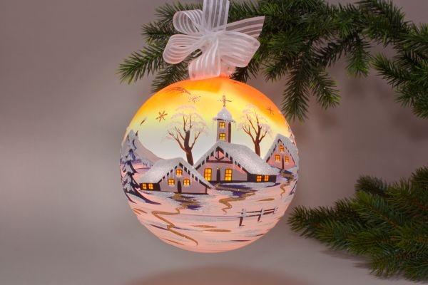 beleuchtete Glaskugel 18 cm mit Winterlandschaft orange