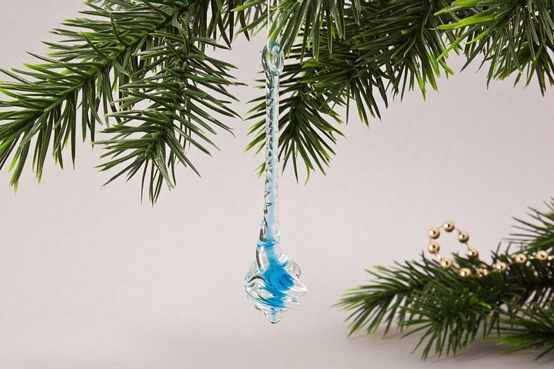 Glastropfen ca. 8 cm x 2 cm gedreht mit Farbkern hellblau