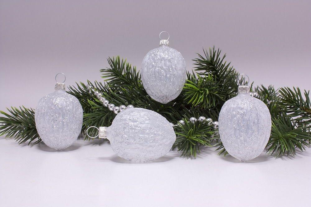 4 Walnüsse Weiß mit Silberglitter durchscheinend
