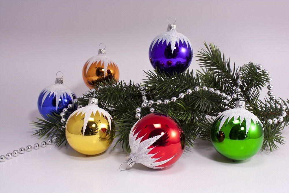 6 bunte weihnachtskugeln mit schneedach 6cm for Bunte lampenschirme aus glas