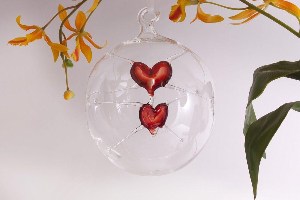 Glaskugel mit 2 roten Herzen