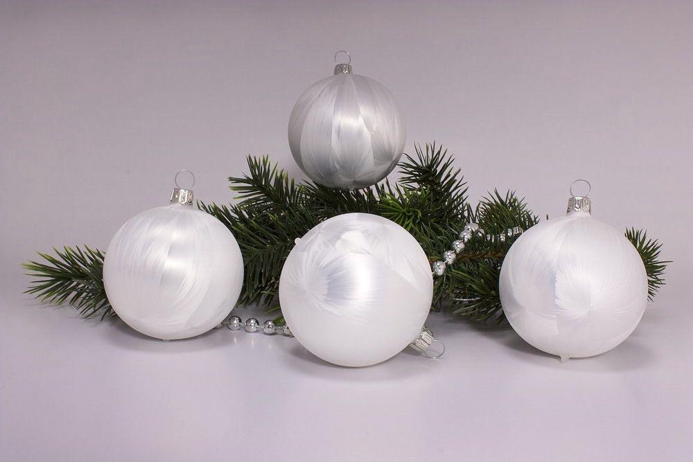 4 Weihnachtskugeln 8cm Eisweiß uni