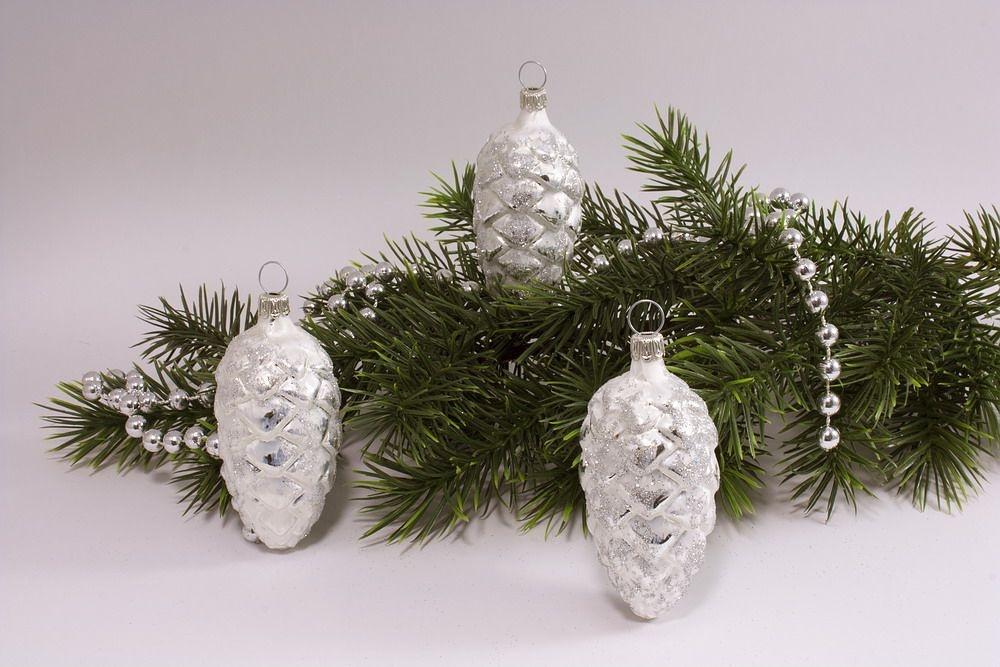 3 Tannenzapfen Eisweiss silber