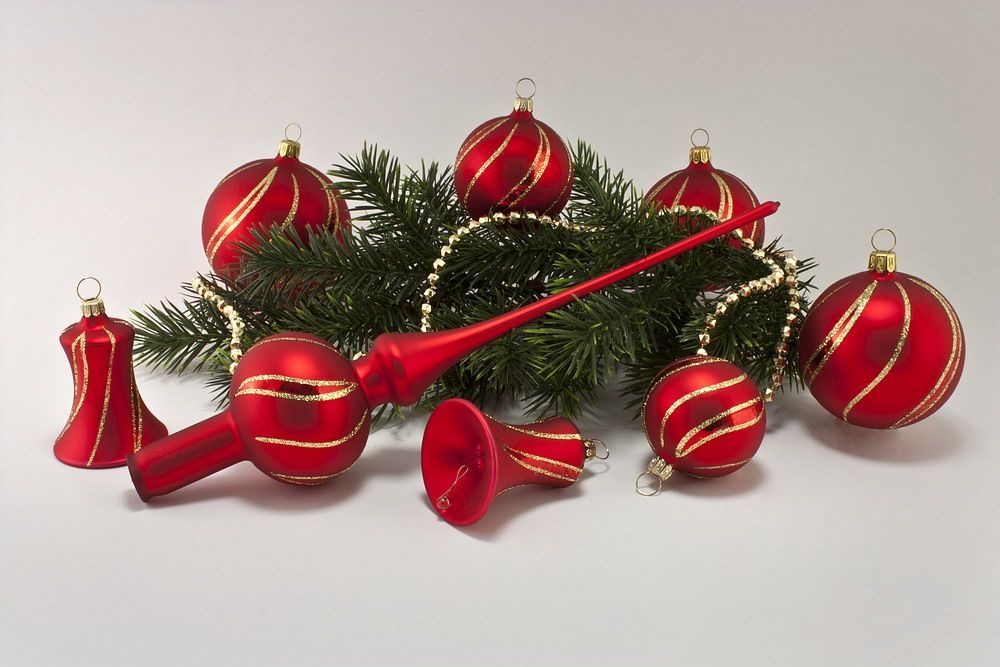 Weihnachtskugeln Rot Gold.21tlg Set Rot Matt Geschwungener Streifen Gold Lauschaer Weihnachtskugeln Aus Glas