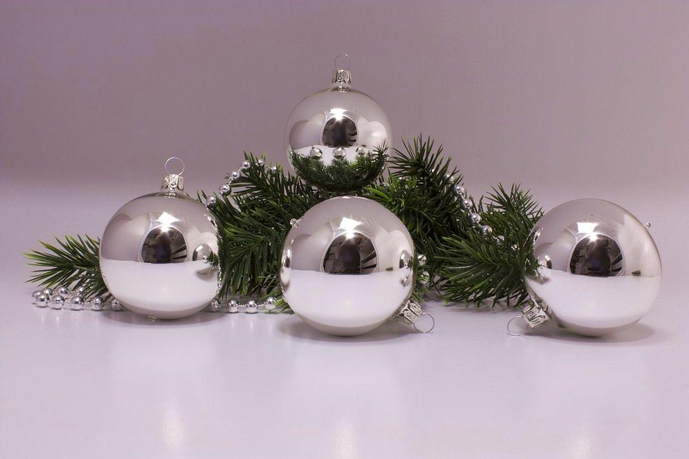 4 Weihnachtskugeln 6cm in silber Glanz uni