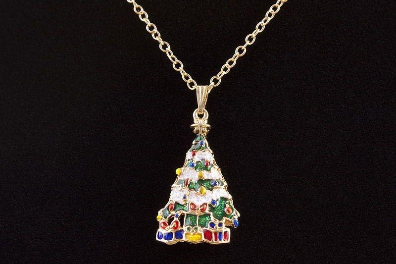 Halskette mit Schmuckanhänger Tannenbaum