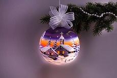 elektrisch beleuchtete Glaskugeln für Weihnachten