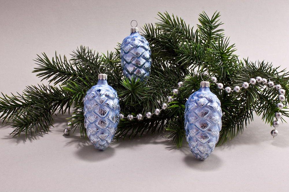 3 Tannenzapfen 6cm Eisblau