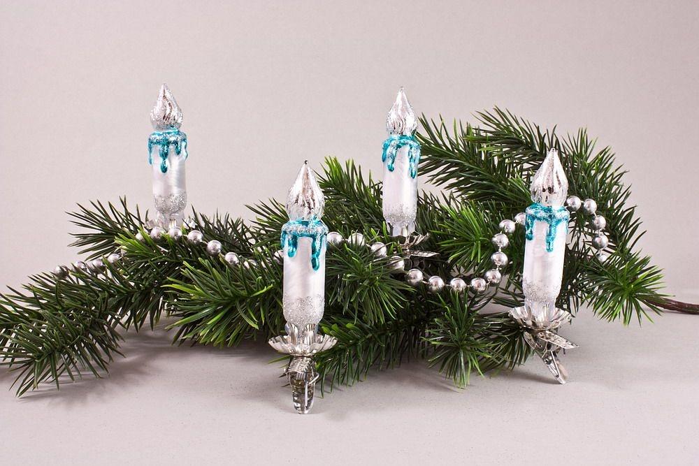 4 kleine Kerzen Eisweiß Türkis