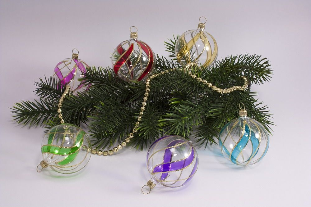 6 bunte Weihnachtskugeln aus Glas 6cm transparent