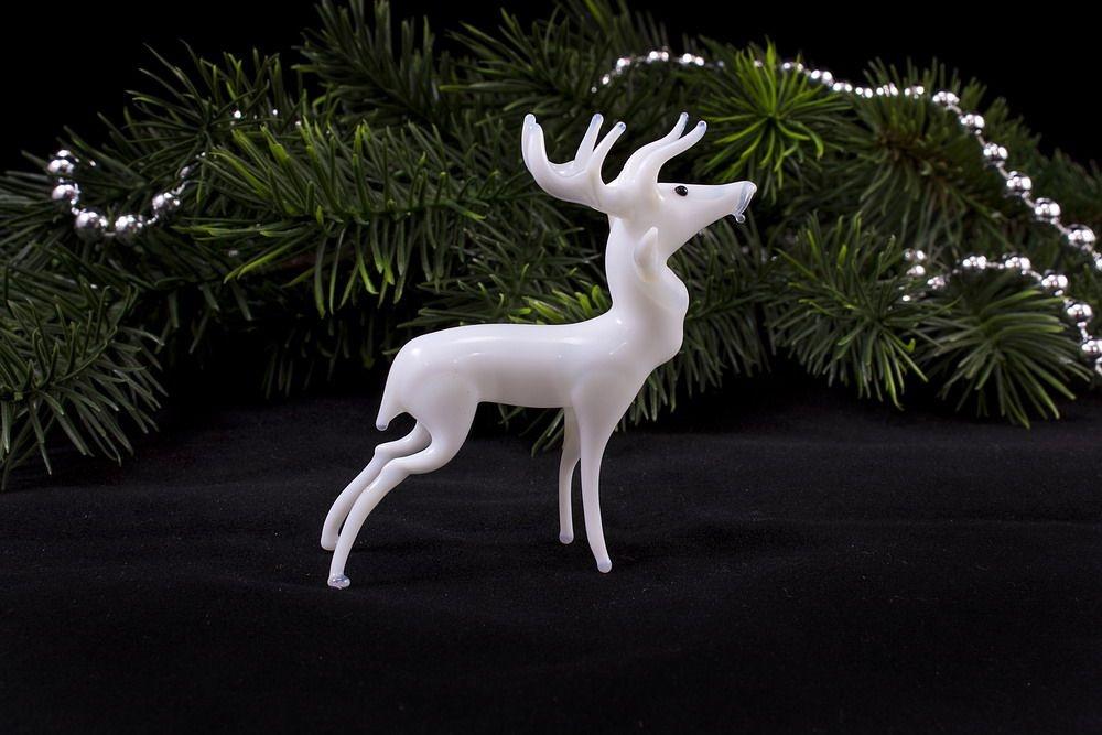 Weißer Hirsch stehend ca. 6 cm x 8 cm