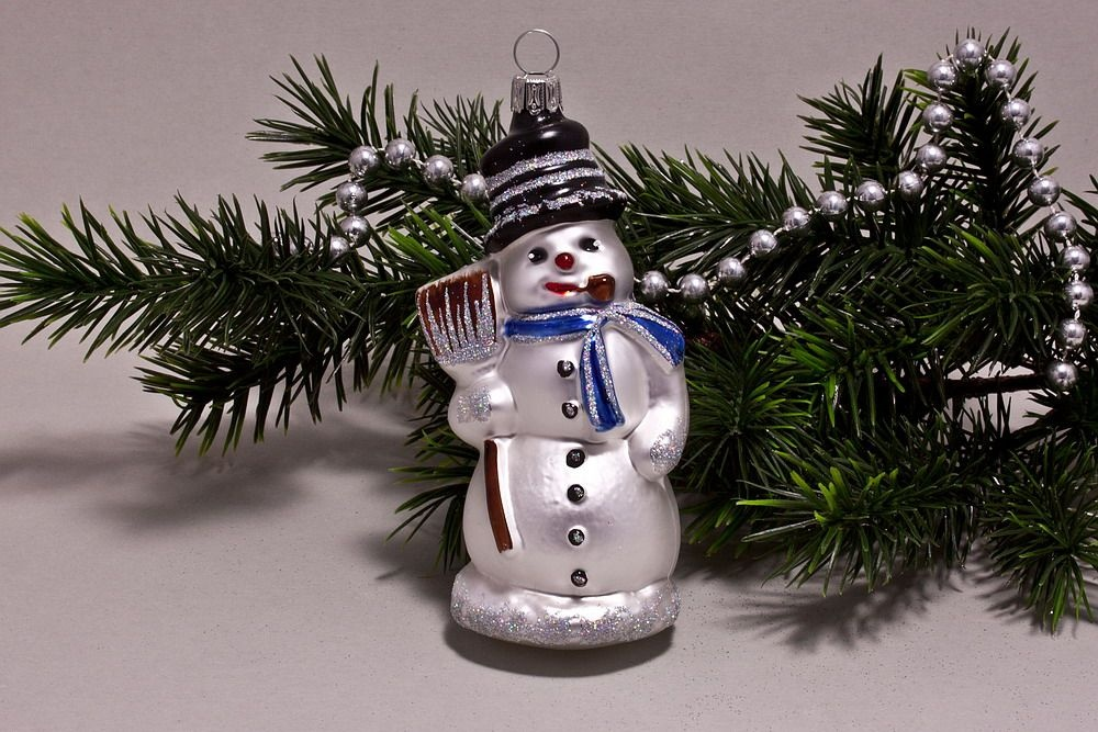 Schneemann mit Besen weiß blau