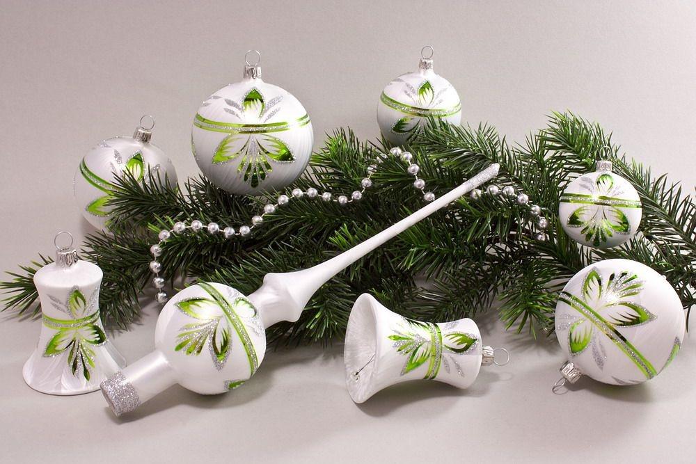 eis weiss gr n baumschmuck christbaumkugeln christbaumschmuck und weihnachtskugeln aus glas. Black Bedroom Furniture Sets. Home Design Ideas
