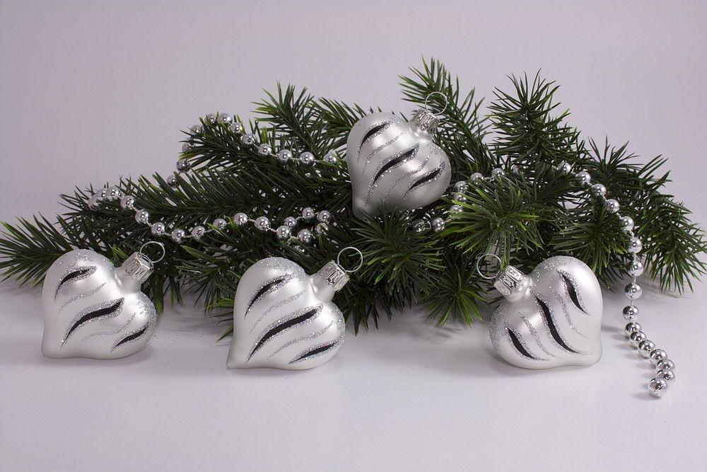 Schwarz Weiße Christbaumkugeln.4 Herzen Weiß Matt Schwarz Geschwungene Streifen Weihnachtskugeln Aus Glas