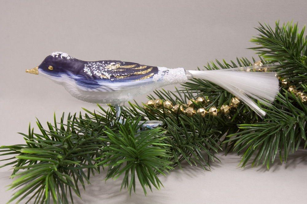 1 Vogel passend zu Landschaft nachtblau
