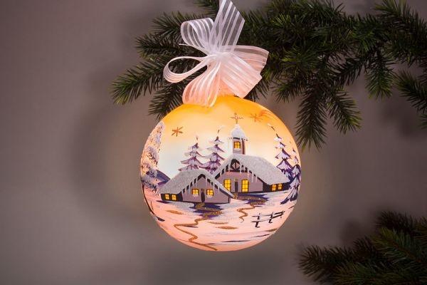 beleuchtete Weihnachtskugel 15 cm Winterlandschaft orange