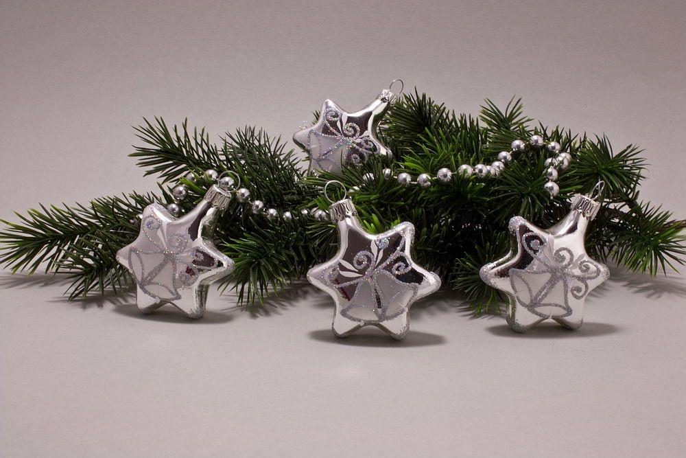 4 Sterne Silber Glanz mit Glöckchen und Iris-Glitter