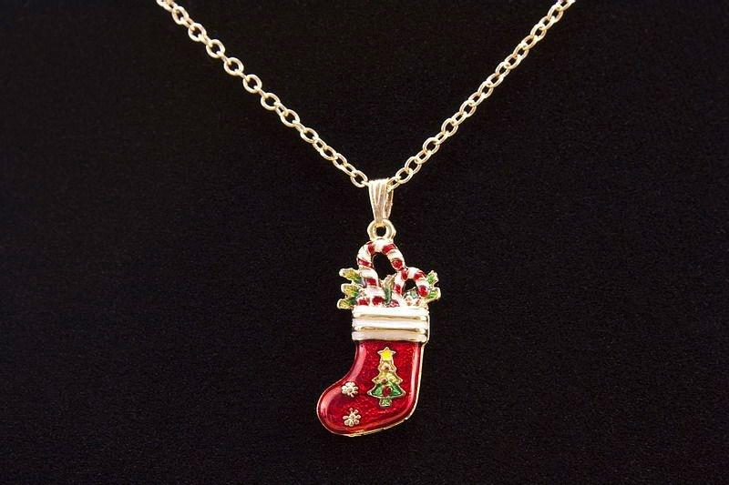 Halskette mit Schmuckanhänger roter Stiefel