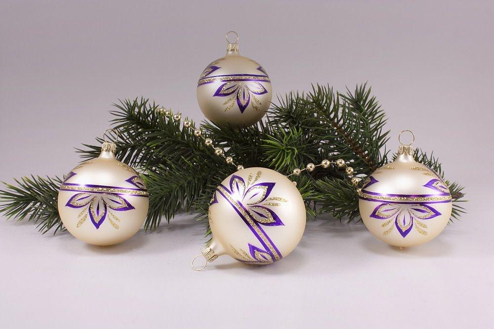 4 Kugeln 6cm Champagner matt halbe Blume violett