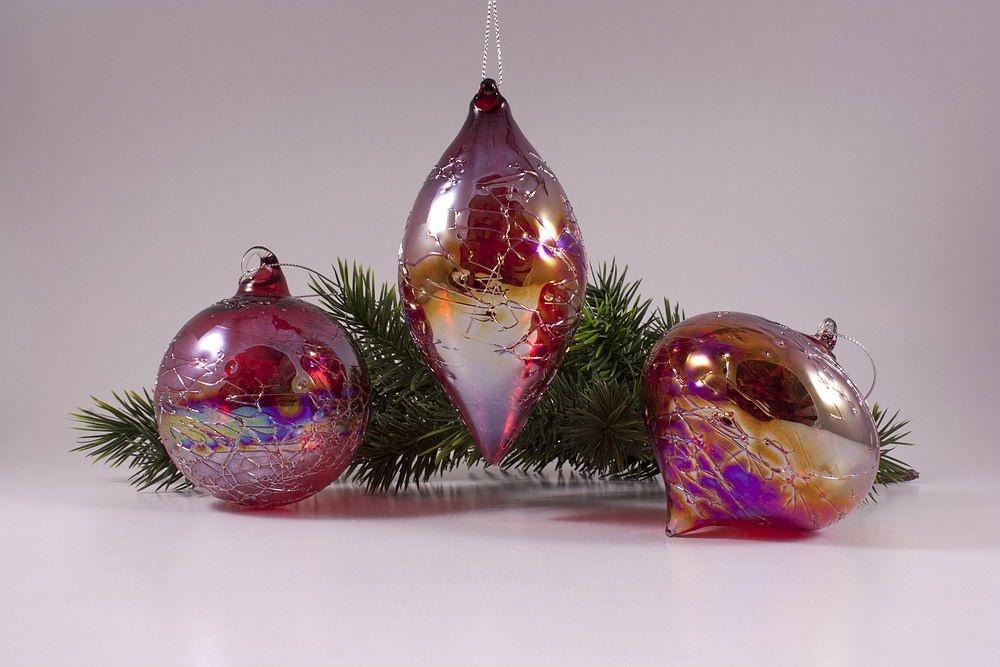3 Glaskugeln im Set mit Seifenblasen-Optik in rot