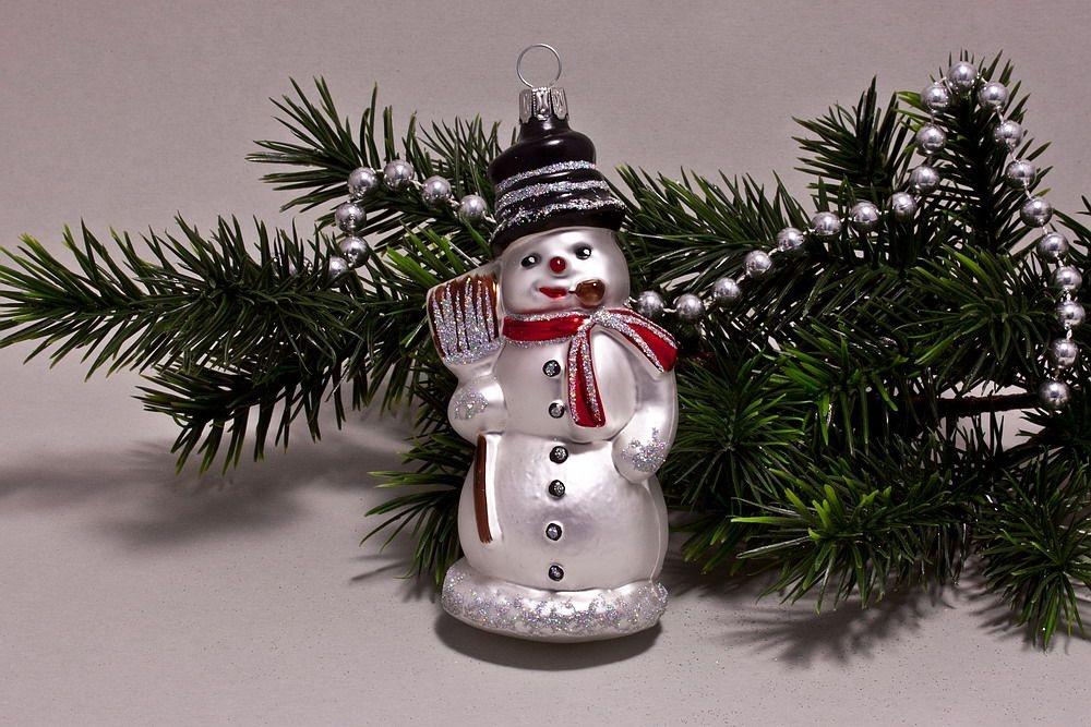 Schneemann mit Besen  weiß rot