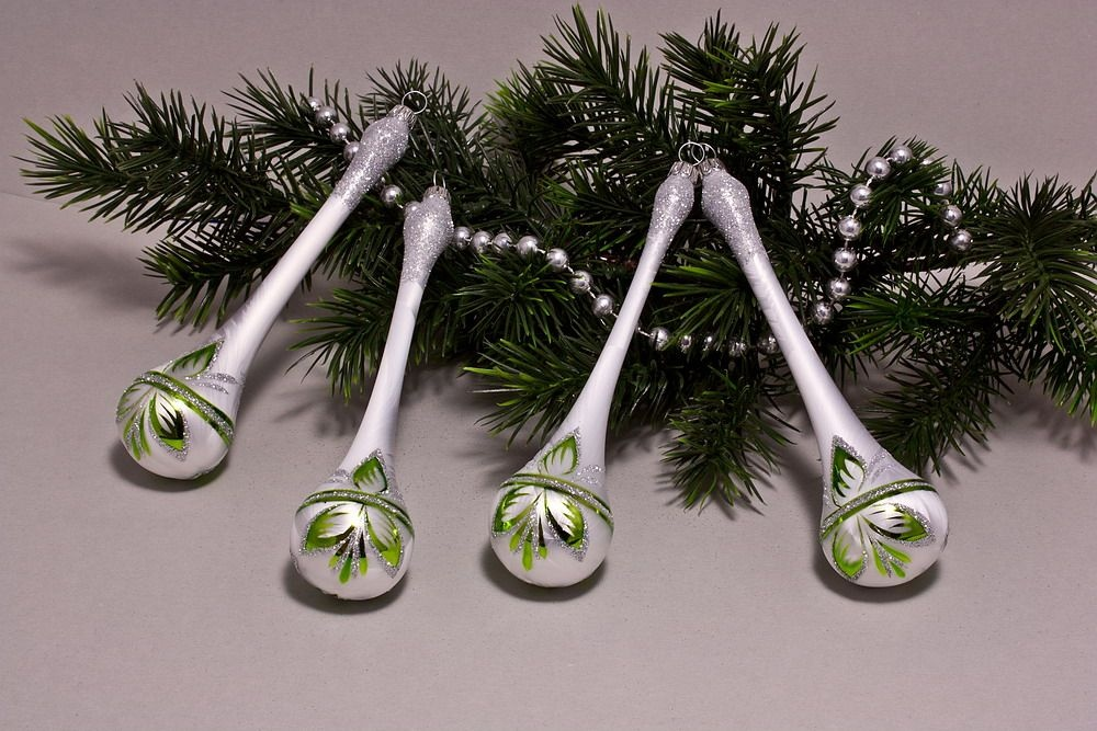 4 Tropfen ca.15 x 3 cm Eisweiß mit grün halbes Blatt