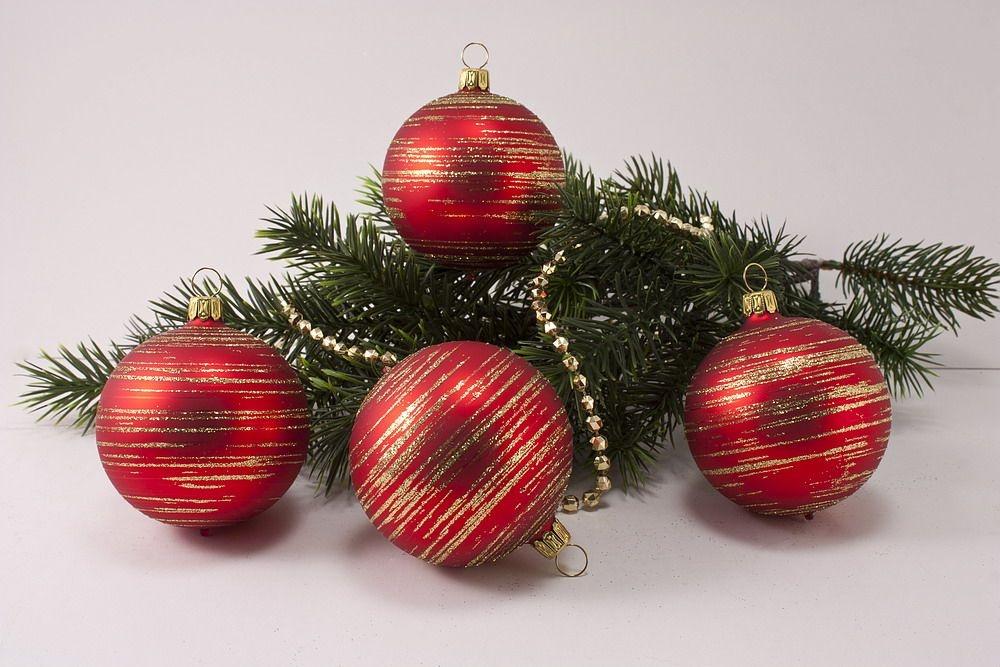 4 große Weihnachtskugeln 10cm Rot matt gold geringelt