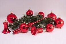 rote Weihnachtskugeln glänzend uni