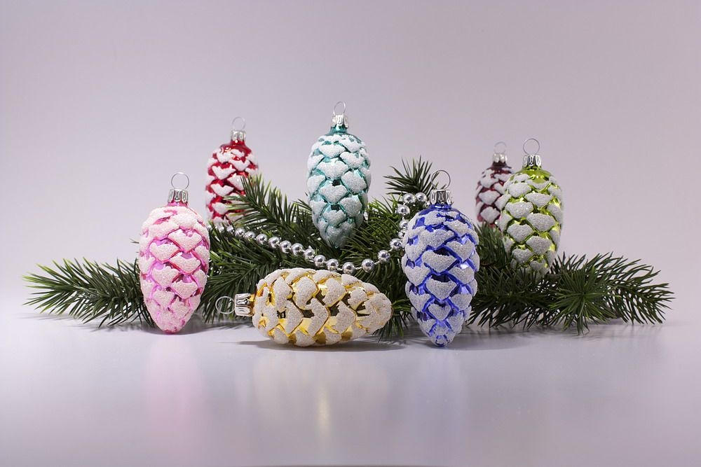 12 bunt sortierte tannenzapfen aus glas 6cm for Nostalgische weihnachtskugeln
