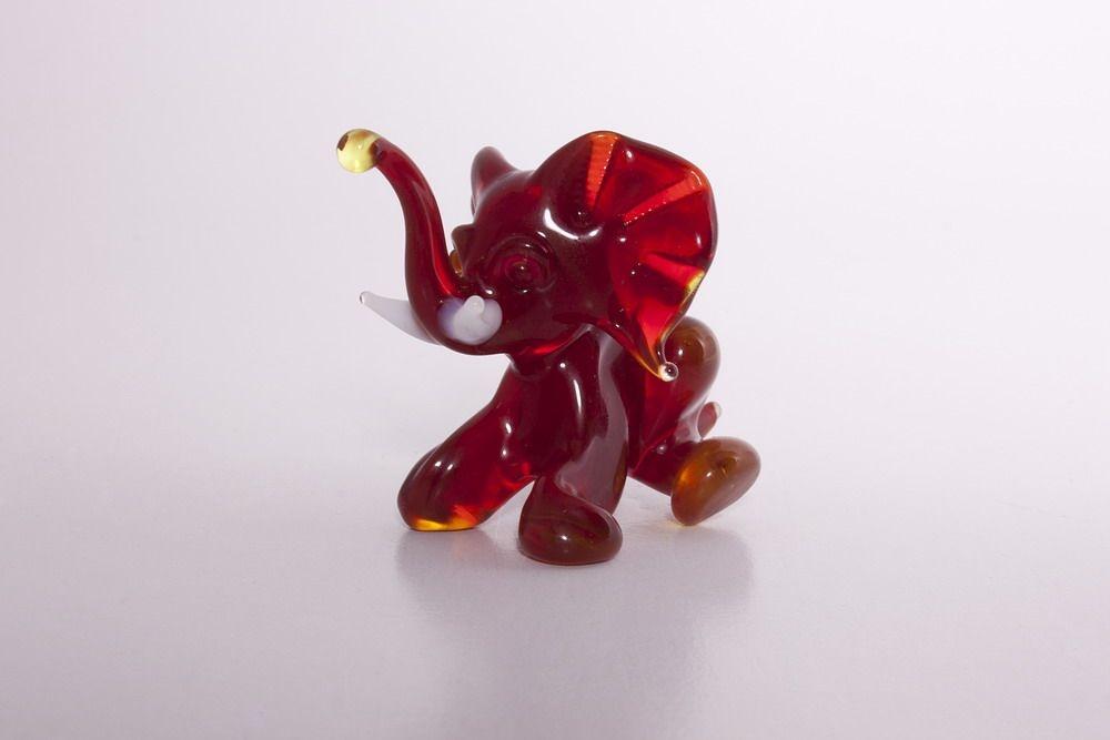 Glasfigur Glaselefant roter Elefant aus Glas