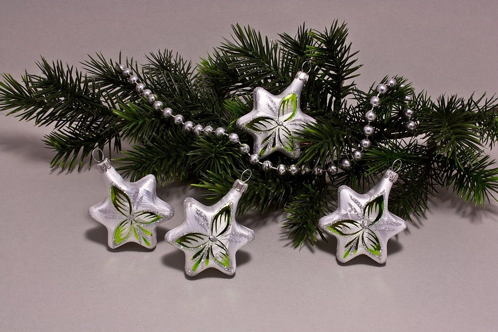 4 Sterne Eis weiß mit grün halbes Blatt